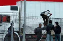 Χίος: Τραυματίστηκε 15χρονος Αλγερινός στην προσπάθειά του να κρυφτεί στην ρόδα φορτηγού!
