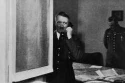 """Δείτε πόσο πωλήθηκε το """"τηλέφωνο με το οποίο έσπειρε την καταστροφή"""" ο Χίτλερ"""