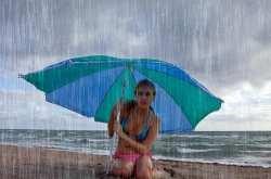 Πτώση της θερμοκρασίας με άστατο καιρό και βροχές την Κυριακή