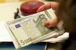 «Κόφτης» και έμμεσοι φόροι «ροκανίζουν» τα εισοδήματα