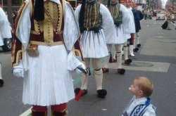 Στην παρέλαση των Ευζώνων αυτό το Ευζωνάκι κέρδισε τις εντυπώσεις (ΦΩΤΟ)