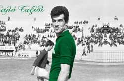 Ο Πανάκης γεννήθηκε στις 8 Ιουνίου του 1933 και ξεκίνησε την καριέρα του στον ΠΑΟ Καλογρέζας