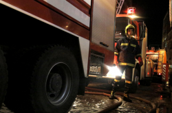 Μάνα και η 9χρονη κόρη της ανασύρθηκαν χωρίς τις αισθήσεις τους από φωτιά στο διαμέρισμά τους