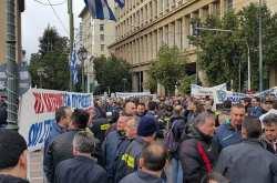 Συγκέντρωση πυροσβεστών στην Αθήνα
