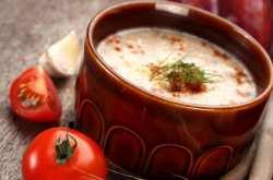 Η συνταγή της ημέρας είναι... τραχανάς με ντομάτα, ζαμπόν και μανιτάρια!