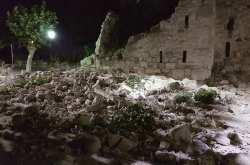 Οι πρώτες φωτογραφίες αποτυπώνουν το μέγεθος της ισχύος του σεισμού