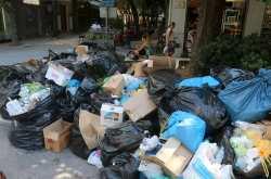 Στο έλεος των σκουπιδιών η χώρα – Συνεχίζονται οι κινητοποιήσεις μέχρι την Πέμπτη