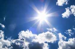 Ο καιρός την Δευτέρα: Ηλιοφάνεια με λίγες νεφώσεις, παροδικά αυξημένες με τοπικές βροχές