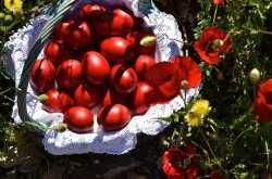 Έθιμα και Παραδόσεις: Την Κυριακή του Θωμά τσουγκρίζουμε κόκκινα αυγά