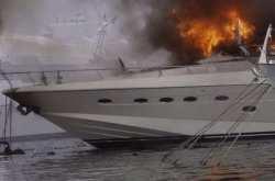 Φωτιά σε θαλαμηγό έξω από τα ναυπηγεία Περάματος