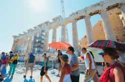 Η ζήτηση για διακοπές στην Ελλάδα βρίσκεται στο ζενίθ