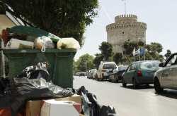 Θεσσαλονίκη: Στους 600 τόνους θα φτάσουν αύριο τα συσσωρευμένα σκουπίδια, ελλείψει καυσίμων για τα απορριμματοφόρα