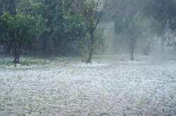 Εκτακτο δελτίο καιρού: Καταιγίδες και πιθανόν τοπικές χαλαζοπτώσεις προβλέπει για αύριο (16/5) η ΕΜΥ