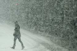 Ο καιρός για σήμερα 29/12/2016: Χιόνια, πολικές θερμοκρασίες και άνεμοι εως 10 Μποφόρ!