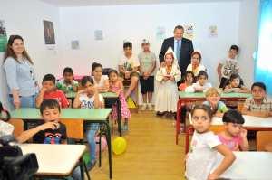 Σχολείο σε χώρο φιλοξενίας μεταναστών στην Τήλο εγκαινίασε ο Πάνος Καμμένος