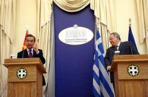 """Συνάντηση Κοτζιά με τον Κινέζο ομόλογό του-""""Στέρεες και αξιόπιστες οι ελληνο-κινεζικές σχέσεις"""""""