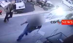 Απίστευτο! 60χρονος προσπάθησε να πυρπολήσει ένα γεμάτο κόσμο πρακτορείο ΟΠΑΠ! (ΒΙΝΤΕΟ)