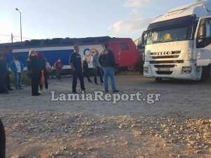 Νταλίκα συγκρούστηκε με επιβατική αμαξοστοιχία στην Τιθορέα-Σώοι όλοι οι επιβάτες (ΦΩΤΟ)
