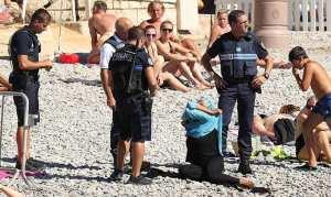"""Γάλλος Υπ. Εσωτερικών: """"Ένας νόμος για το μπουρκίνι θα μπορούσε να προκαλέσει ανεπανόρθωτες εντάσεις"""""""
