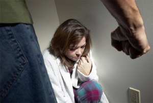 ΣΟΚ! Τροπολογία στη Ρωσία αποποινικοποιεί την ενδοοικογενειακή βία αν δεν προκαλεί σοβαρές σωματικές βλάβες!
