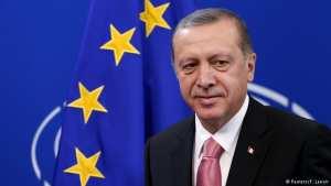 Ο Τούρκος Πρόεδρος απειλεί με δεύτερο δημοψήφισμα για το αν η χώρα του θα συνεχίσει τις ενταξιακές διαπραγματεύσεις με την Ευρωπαϊκή Ένωση και προειδοποιεί ότι θα ανοίξει τα σύνορα για 6 εκατομμύρια πρόσφυγες
