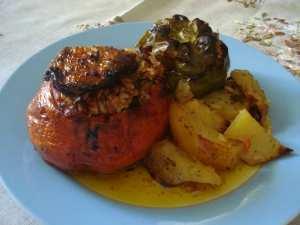 Η συνταγή της ημέρας είναι... «ορφανά» γεμιστά της Αργυρώς!