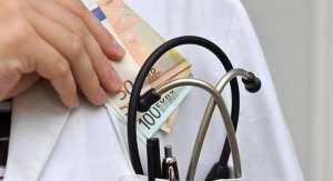Στο εδώλιο πανεπιστημιακός γιατρός για απάτη