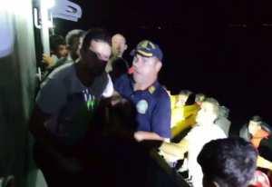 Λιμενικός έβριζε και χτυπούσε πρόσφυγα πάνω σε σκάφος (ΒΙΝΤΕΟ ΝΤΟΚΟΥΜΕΝΤΟ)
