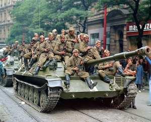 Όταν τα σοβιετικά τανκς έμπαιναν στην Πράγα τον Αύγουστο του 1968