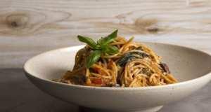 Η συνταγή της ημέρας είναι... σπαγγέτι πουτανέσκα σε 10 λεπτά!