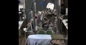 'Ηρθε και το ρομπότ που σιδερώνει! (ΒΙΝΤΕΟ)