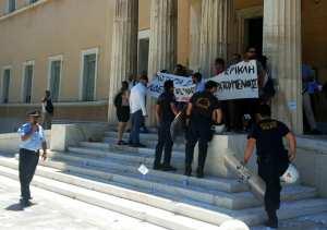 """Εισβολή του """"Ρουβίκωνα"""" στη Βουλή"""