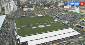 Σχεδόν 100.000 άνθρωποι έχουν συγκεντρωθεί στο γήπεδο της ομάδας για να αποχαιρετίσουν τους αδικοχαμένους παίκτες