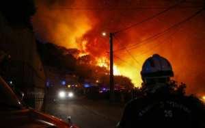 Βοήθεια από την ΕΕ ζητά η Γαλλία-Μαίνονται οι πυρκαγιές σε νότο και Κορσική