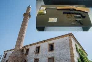 Στον προαύλιο χώρο του Τζαμιού εντοπίστηκαν δύο πιστόλια, το ένα με σιγαστήρα και 30 σφαίρες, με αποτέλεσμα αμέσως οι Αστυνομικοί να προχωρήσουν στη σύλληψη του Ιμάμη