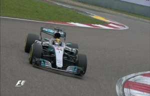 Ο Lewis Hamilton ήταν ο μεγάλος νικητής του γκραν-πρι της Formula 1 που έγινε στην Κίνα.