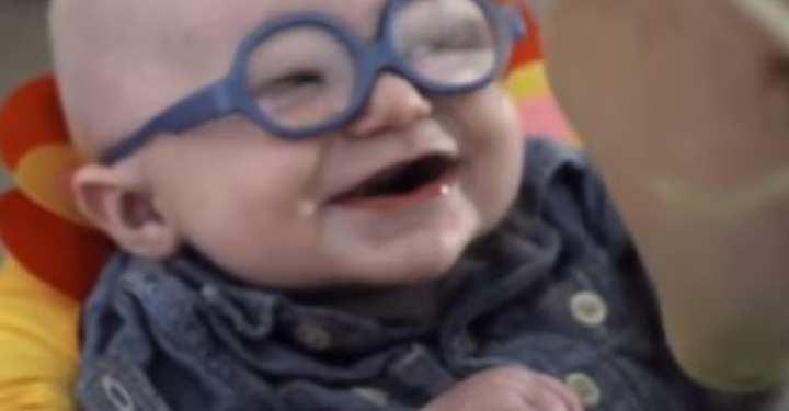 Δείτε την αντίδραση του μωρού που βλέπει τη μαμά του για πρώτη φορά!